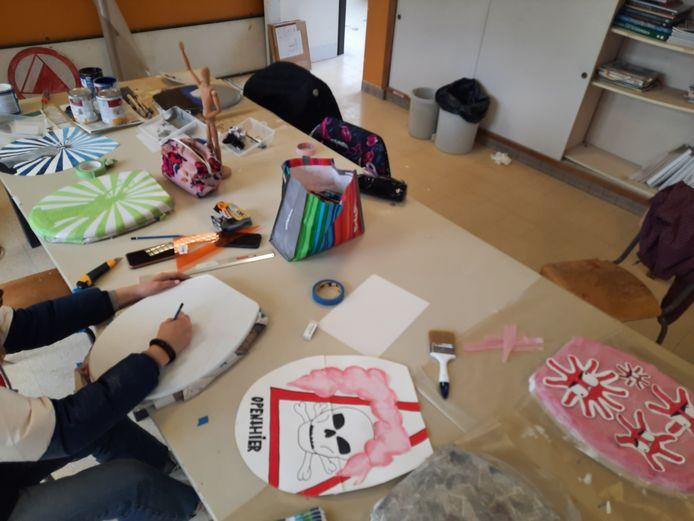 Ook de leerlingen van het secundair onderwijs in de pas opgerichte afdeling 'Beeldende en Architecturale Kunsten' van GO!talent in de A.De Beulelaan in Zele gingen aan het werk