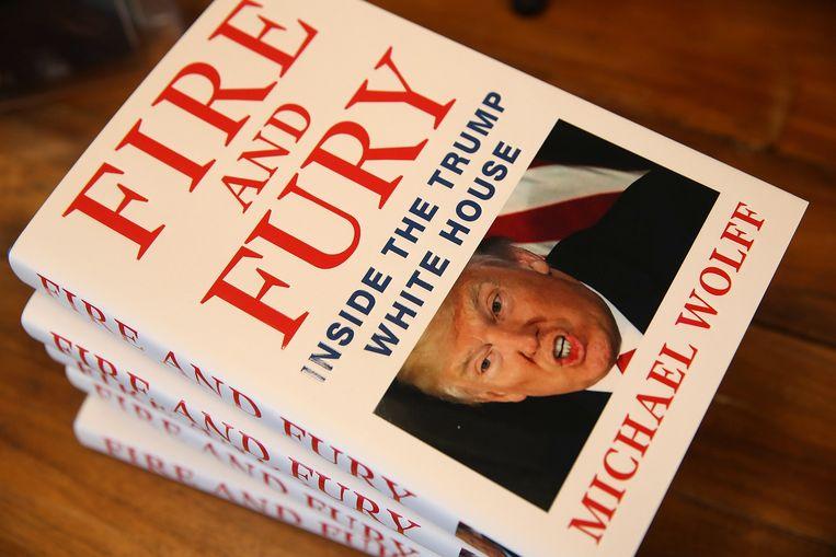 Het boek dat president Trump wilde verbieden en waarin hij door mensen uit zijn directe omgeving als een halve analfabeet, een verwend kind en geestesziek persoon wordt neergezet. Beeld AFP
