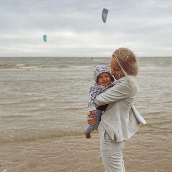 Lenne met haar dochter.