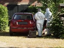 Dode man aangetroffen in auto in Vlijmen, twee verdachten (24 en 32) aangehouden