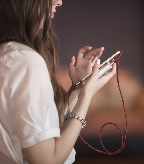 Kassa: bol.com verkoopt nep-opladers onder de noemer van Apple