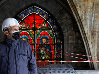 Macron bezoekt Notre-Dame exact 2 jaar na verwoestende brand