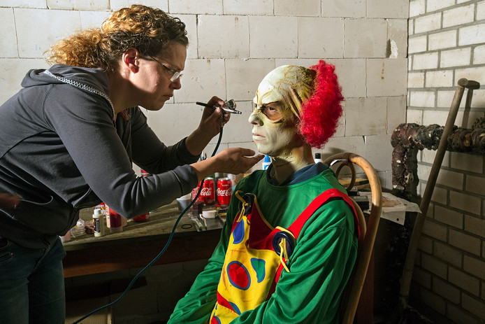 De clown mocht niet ontbreken in het horrorhuis. FOTO: RUUD ROGIER