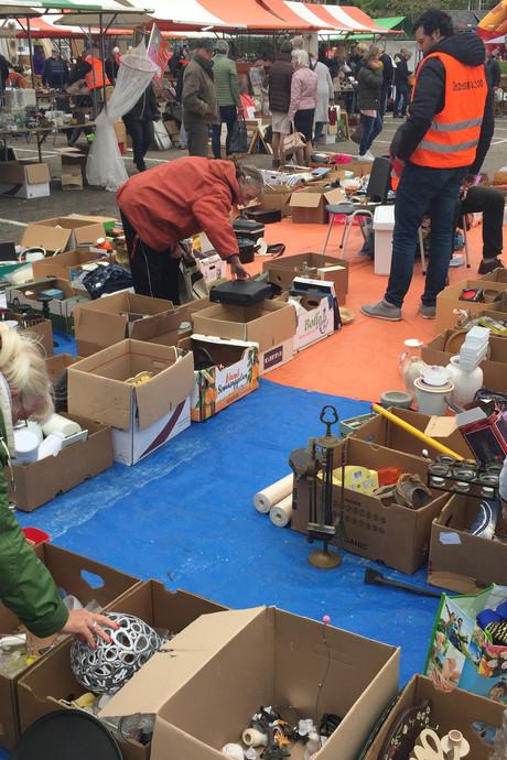 Marnixmarkt West-Souburg steunt goede doelen
