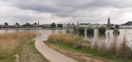 'Baywatch' aan de IJssel in Zutphen: strandwacht redt zijn zoon en diens vriendje