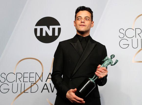 LOS ANGELES - Van pizzabezorger tot award-winnende acteur, het lijkt wel de American dream. Rami Malek, winnaar van een Golden Globe- en SAG Award, deed het. De acteur bekende dat hij, in de hoop op werk, vroeger zijn cv in de dozen stopte van de pizza's die hij bezorgde.