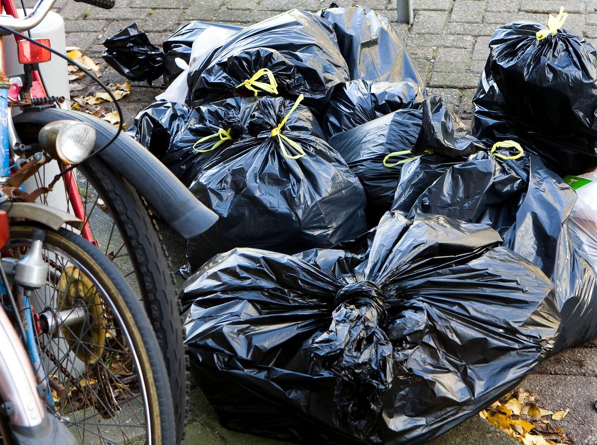 Afval verplaatsen is een van de dingen die buren van de Wijkse huurster ergeren.