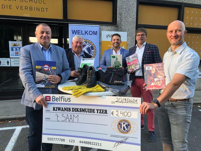 Het bestuur van Kiwanis Diksmuide met technisch directeur Tommy Es van 't Saam