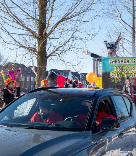 Toch nog carnavalsmuziek door straten in Lemelerveld: 'We leven allemaal op'