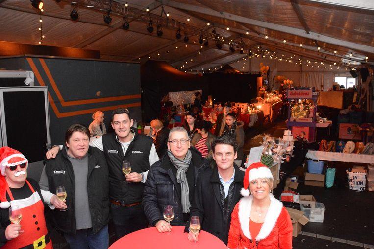 de sfeer zat er gisteren meteen in bij de opening van de overdekte kerstmarkt
