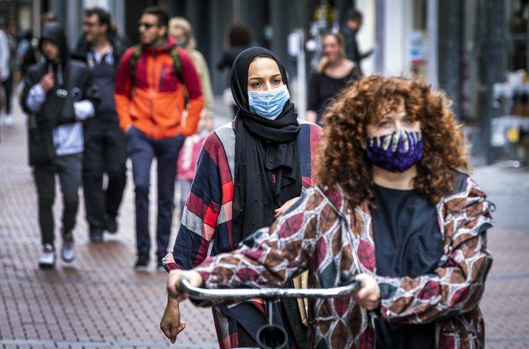 In de Kalverstraat geldt geen mondkapjesplicht meer. Beeld ANP