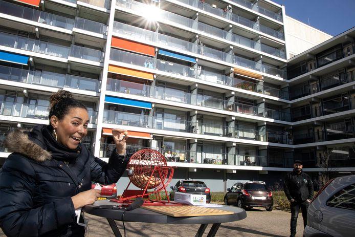Jane Hersevoort, bedenkster van de Balkonbingo voor bewoners van de Rentmeesterhof in Nijmegen.