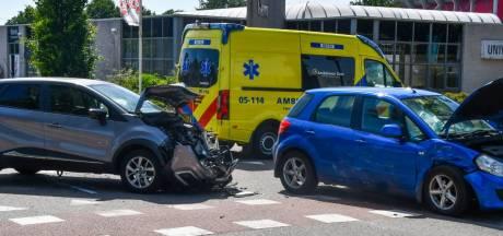 Twee gewonden bij aanrijding in Enschede