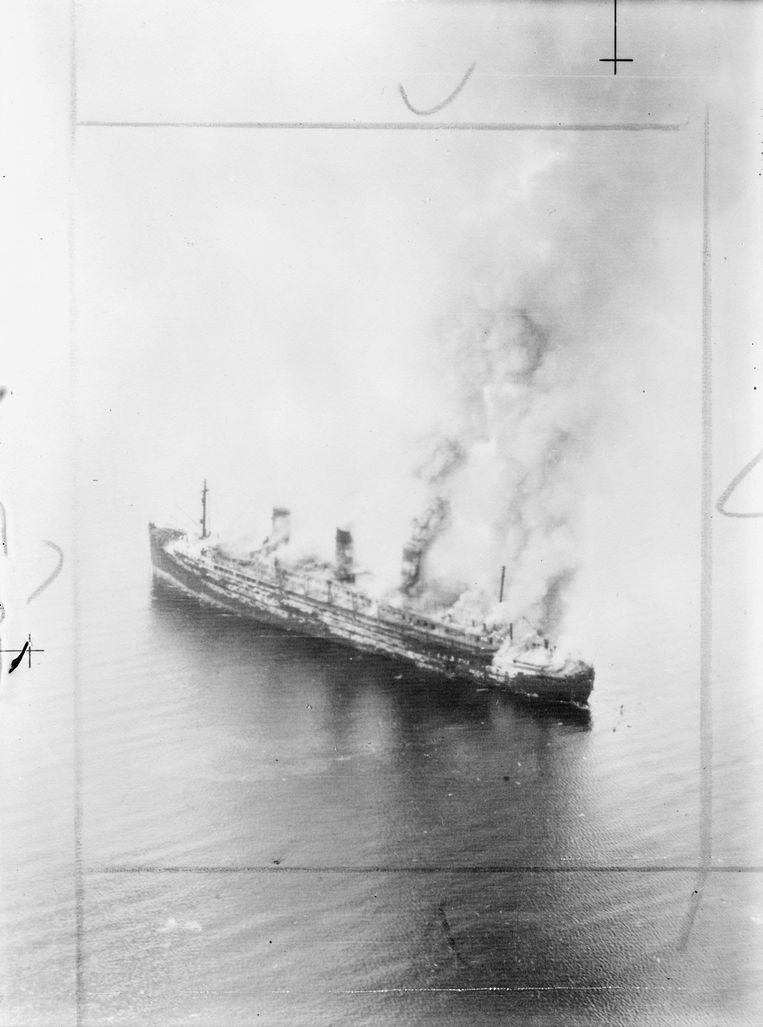 Het brandende schip Beeld trouw