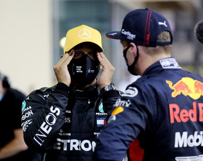 Onderonsje tussen Hamilton en Verstappen.