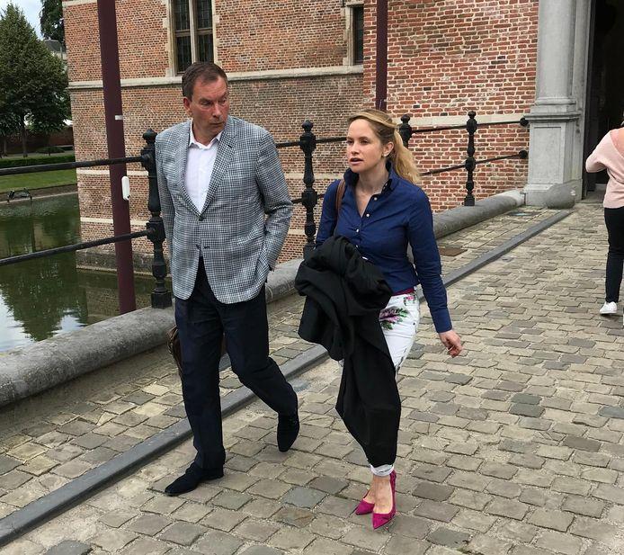 Wout Van Loon verlaat samen met zijn advocate Elisabeth Baeyens het gerechtsgebouw.