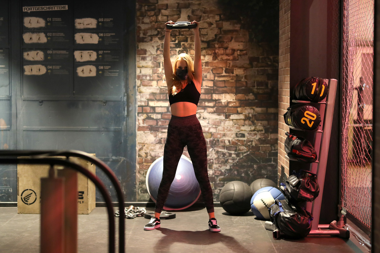 Een mondkapje in de fitness Beeld Getty Images