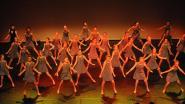 Honderden dansers van En Avant op podium van GC 't Blikveld