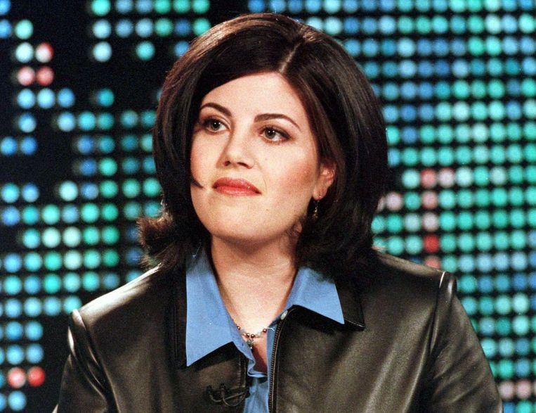 In 1998 moest Clinton toegeven een affaire te hebben gehad met Monica Lewinsky, destijds stagiaire in het Witte Huis. Doordat hij eerst loog over de verhouding, werd hij bijna afgezet als president. Beeld