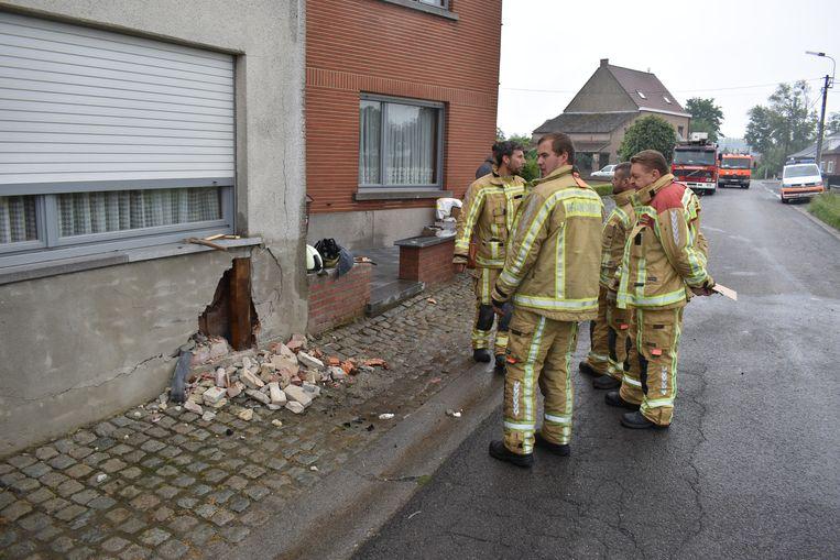 Brandweerpost Herzele kwam ter plaatse om het gat in de gevel te dichten.