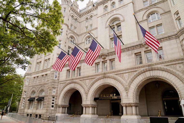 Het Trump International Hotel in Washington, waar betalende klanten één keer per maand mogen aanschuiven om een gunst te vragen van de president Beeld REUTERS
