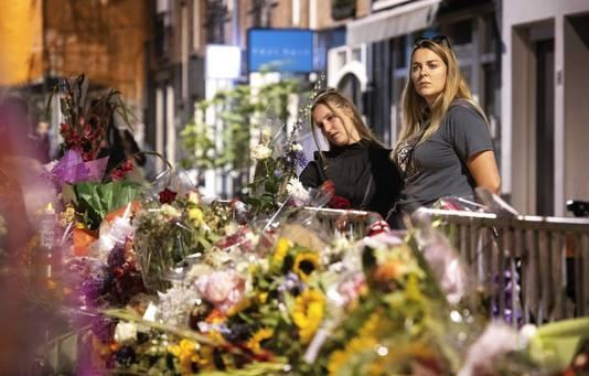 De bloemenzee voor Peter R. de Vries, op de plek waar hij werd neergeschoten in de Lange Leidsedwarsstraat in Amsterdam. Foto ANP