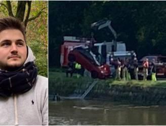 """Yoeri (22) springt op vakantie in vaart om bejaarde vrouw te redden: """"Ze zat er vooral mee in dat het de wagen van haar zoon was die in het water lag"""""""