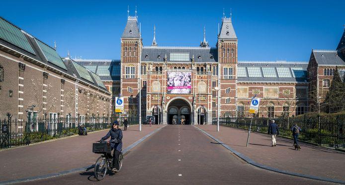 Een leeg plein voor het Rijksmuseum. Door de coronamaatregelen blijft de culturele sector verstoken van inkomsten.