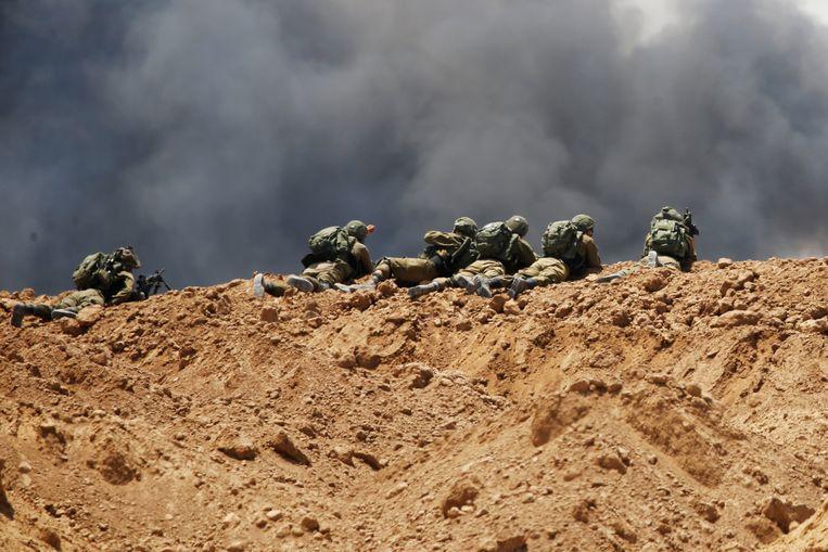 Israëlische soldaten nabij de grens tussen Gaza en Israël. Beeld null
