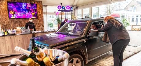 Driving dinner: met de auto door de feestzaal van De Commanderie voor een vijfgangenmenu