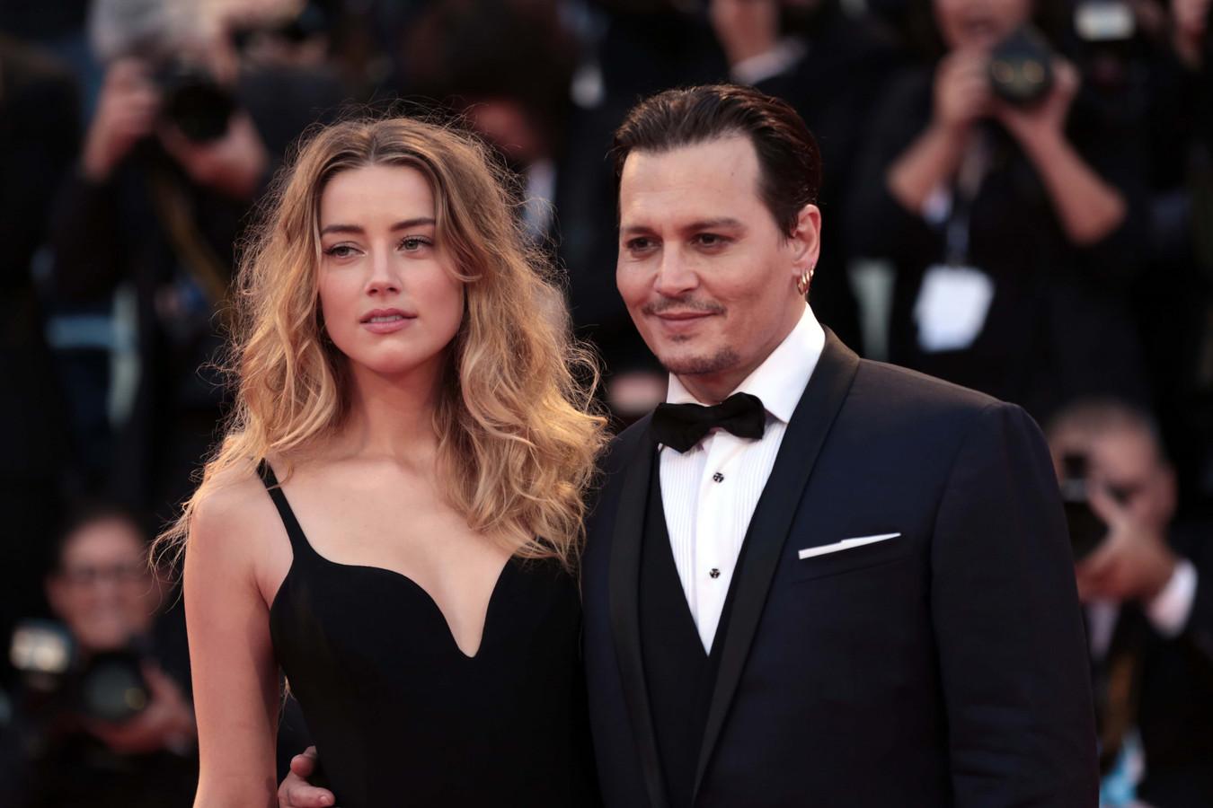 """Elon Musk a conseillé à Amber Heard et Johnny Depp """"d'enterrer simplement la hache de guerre et de passer à autre chose""""."""