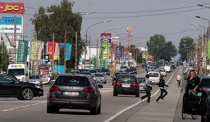 Het ongeval gebeurde langs de Brugsesteenweg in Roeselare.
