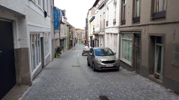 Deze woning boven in de Nieuwstraat was één van de doelwitten van de agenten.