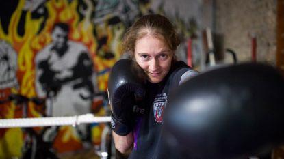 """Delfine Persoon (33) staat op één zege van haar droomkamp: """"Ik kan geen vier jaar meer boksen"""""""