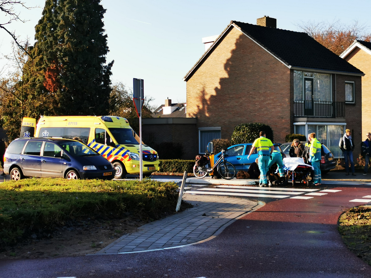 Op de rotonde Didamseweg met de Ringbaan Oost in Zevenaar is een fietsster aangereden door een automobiliste.