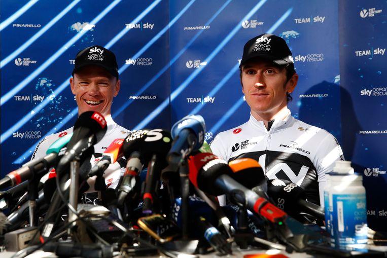 ► Een goedlachse Chris Froome en Geraint Thomas tijdens de rustdag in Carcassonne. 'Het is aan de concurrentie om aan te vallen.' Beeld Photo News