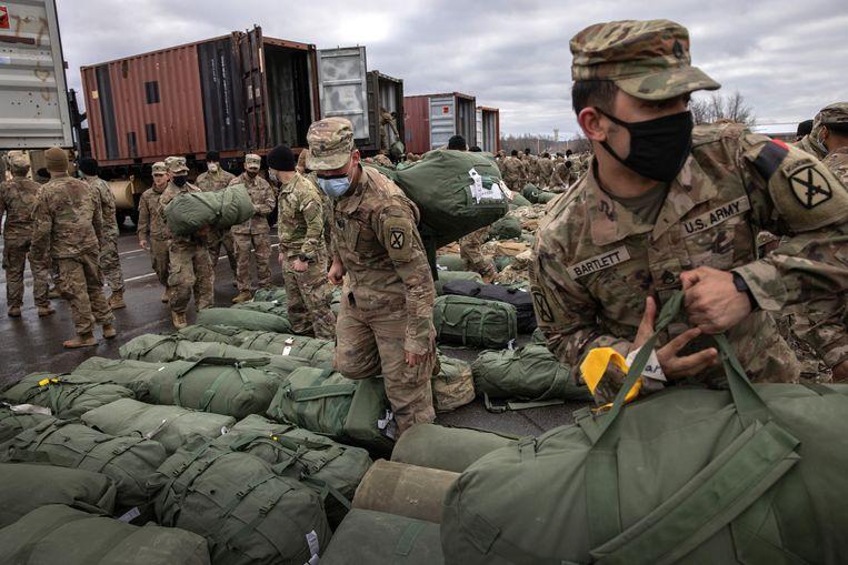 Amerikaanse soldaten pakken hun tassen na terugkomst van hun missie uit Afghanistan in december 2020. Beeld Getty Images