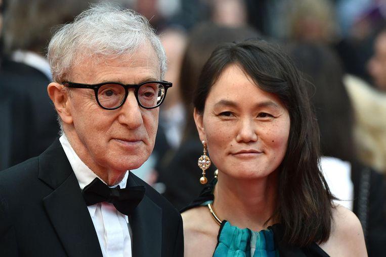 Allen en zijn vrouw Soon-Yi Previn in 2016 op de rode loper in Cannes. Beeld afp