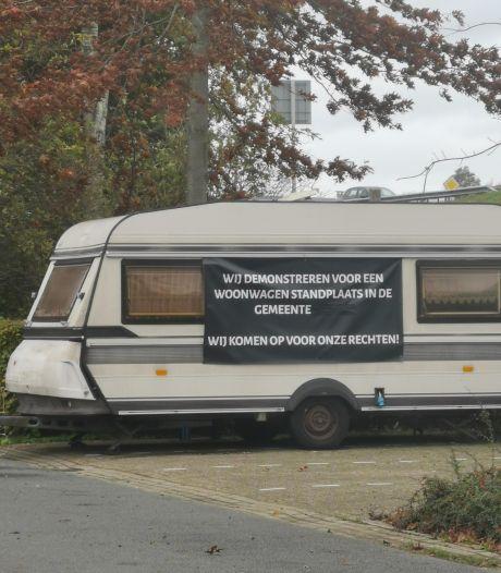 'Caravan-demonstrant' na weken weggestuurd van parkeerplaats