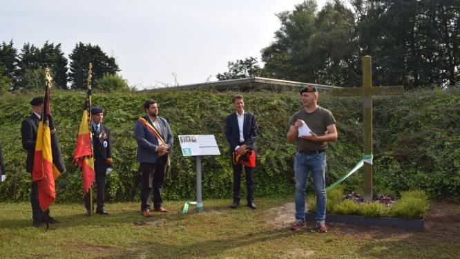 """Kruis uit Zeeuwse duinen herdenkt verzetshelden op  kerkhof: """"Zeeuws zand als symbool voor verbondenheid tussen Zelzate en Veere """""""