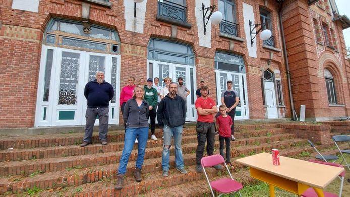 De vrijwilligers van CASINOVATIEF voor het Casino van Gompel.
