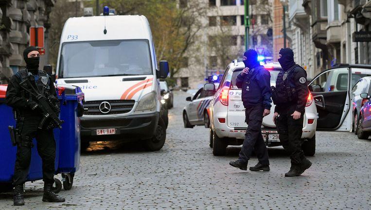 De politie zette de grote middelen in voor de verschijning van Amri en Attou voor de raadkamer in november. Beeld PHOTO_NEWS