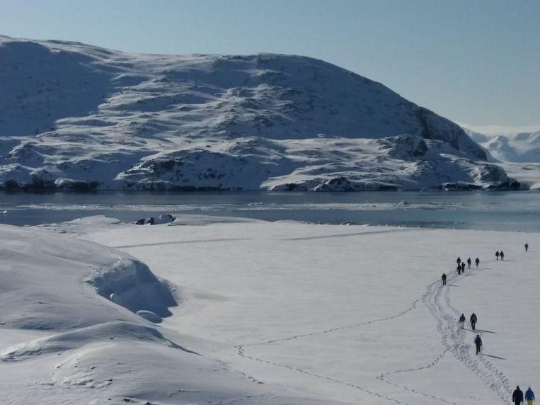 Bankiers, verzekeraars en vermogensbeheerders gingen in april op expeditie naar Spitsbergen met poolreizigster en klimaatjournaliste Bernice Notenboom. Ze wilden nadenken over oplossingen voor het klimaatprobleem. Beeld Bernice Notenboom