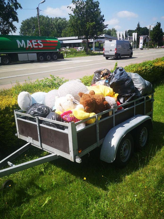 Diëgo Trivier reed dit weekend rond met een aanhangwagen om alle spullen op te halen.