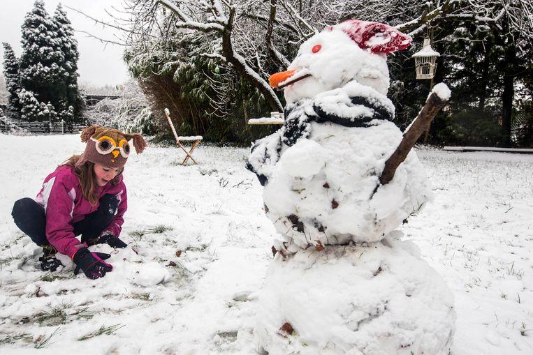 Erover nadenken doen we niet meer, dit is hoe een sneeuwman eruitziet.  Beeld Mine Dalemans