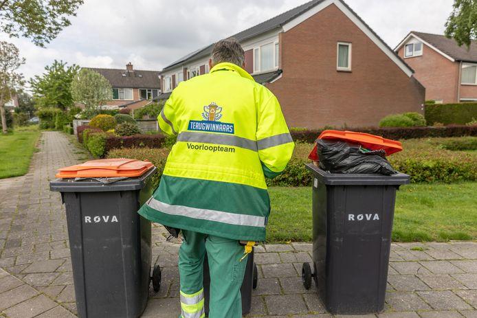 Een voorloper van ROVA gaat afvalcontainers controleren in Twenterand (foto ter illustratie).