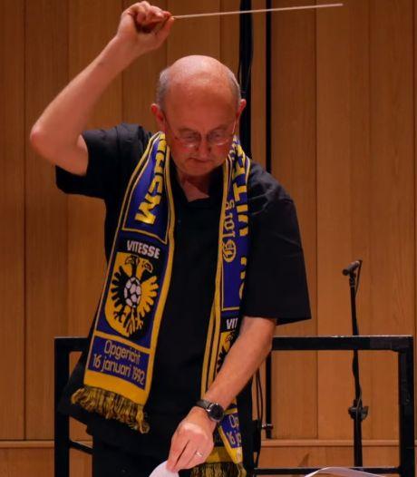 Dirigeren met Vitesse-sjaal om: Phion en Musis wensen Arnhemmers succes met symfonische versie clublied