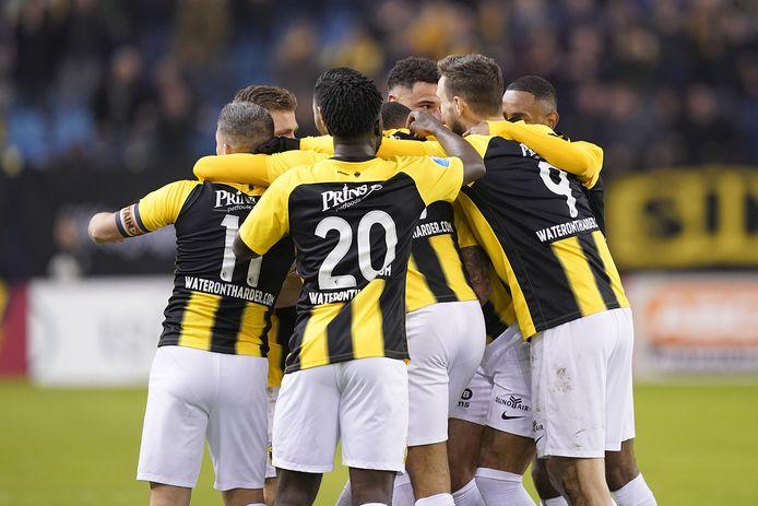De spelers van Vitesse juichen na een doelpunt tegen FC Twente, eerder dit jaar.