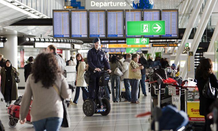 Vorig jaar reisden 47,7 miljoen passagiers via de luchthaven. Dit jaar houdt het vliegveld zelf rekening met een daling van het passagiersaantal met zes tot tien procent. Foto ANP Beeld