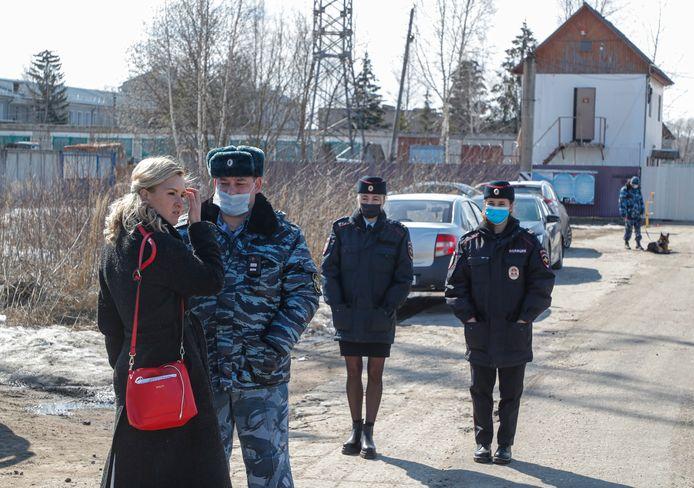 Dokter Anastasia Vasilyeva sprak voor haar arrestatie nog met een agent.